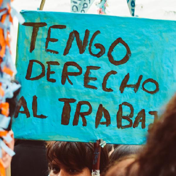 Foto de cartel, se lee: Tengo derecho al trabajo